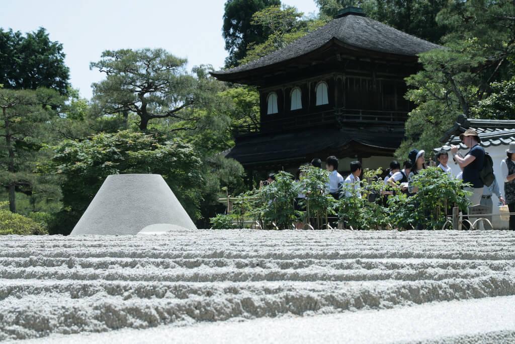 銀閣寺の向月台と銀沙灘