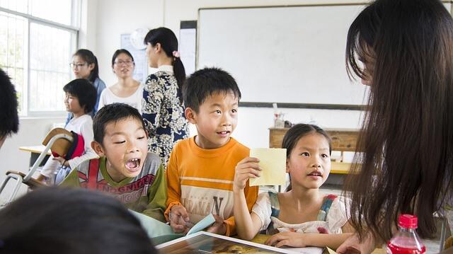 教室にいる子供達
